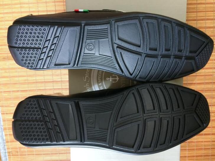 ドライビングシューズの靴底の形