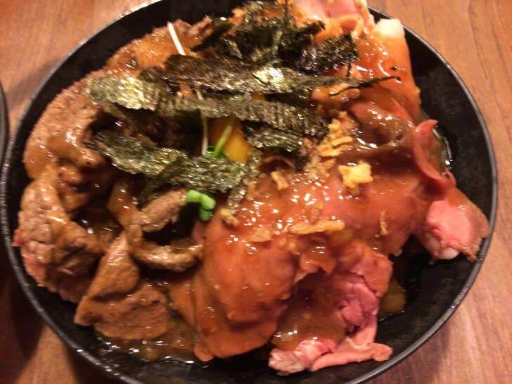 ひだまり庵の3種盛り肉丼・画像