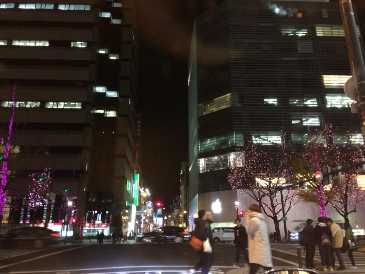 御堂筋のアップルストアの夜景-2017